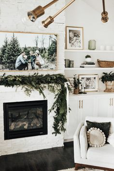 Rose Gold: Learn how to use this color in decoration in 60 examples - Home Fashion Trend My Living Room, Living Room Decor, Diy Garland, Foyer Decorating, Christmas Mantels, Home And Deco, Cozy House, Home Decor Inspiration, Holiday Decor