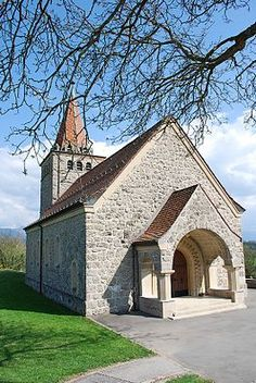 French Country Style Church | Granges - Chapel of St Nicolas in Granges (Veveyse) village Saint Martin, French Country Style, Place Of Worship, Switzerland, Exterior, Mansions, House Styles, Building, Places