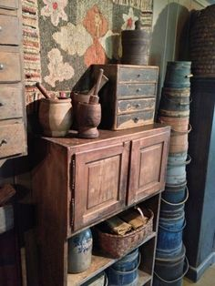 primitive homes decorated for christmas Primitive Tables, Primitive Bedroom, Primitive Furniture, Country Furniture, Antique Furniture, Bedroom Furniture, Primitive Country Homes, Primitive Kitchen, Primitive Antiques