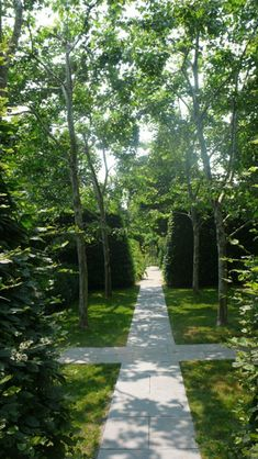 #DeborahNevins #EastHampton #NewYork The intent of the design on this two-acre property was to create a powerfully distinct precinct separate from the untouched woods on the property and the adjacent land. This intense contrast powerfully underlines the relationship between nature and art. Magnificent and unusual flowers, shrubs and trees overlay the structure of the garden created by trees and hedges. Large native trees which are part of the forest dictated the placement of the house and…
