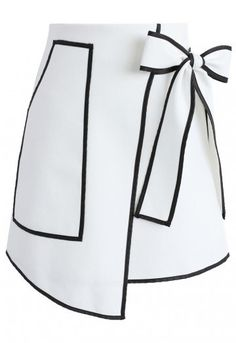 If you're going to do black and white, you may as well keep it saucy and fun! This Urban Vogue flap skirt offers up black trimmings and a self-tie bow upon the waist that makes it an edgy yet endearing look.   - Self-tie bow on waist - Pocket on one side - Concealed back zip closure - Lined - 100% Polyester - Hand wash  Size(cm)Length   Waist XS              46           64 S                47           68             M               48            72 Size(inch) Length   Waist   XS          …