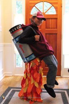 Jet Pack Illusion Costume - Halloween Costume Contest via Carnaval Costume, Homemade Halloween Costumes, Halloween Costume Contest, Halloween Kostüm, Group Halloween, Creative Costumes, Cute Costumes, Costume Ideas, Zombie Costumes