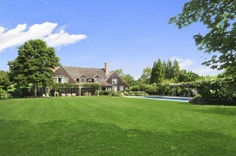close-enough-to-walk-to homes in East Hampton with my sister and her family♥♥