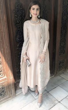 Pakistani dresses - I like the lace coat Pakistani Fashion Party Wear, Pakistani Wedding Outfits, Indian Fashion Dresses, Dress Indian Style, Indian Designer Outfits, Indian Outfits, Punjabi Fashion, Wedding Hijab, Abaya Fashion