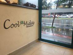 Pintura de logomarca Cool-Midas Restaurante em recepção