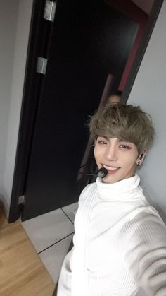 You will be missed for a life time you went so soon jonghyun u r still a beautiful flower that blossom's with this pictures and Story you left behind we only see the smile at your face when looking at ur pretty pictures. Shinee Jonghyun, Lee Taemin, K Pop, Jung Hyun, Kim Kibum, Star Wars, Sulli, Rest In Peace, Pretty Pictures