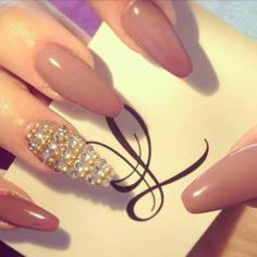 Sparkal cream nail art