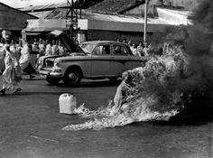 Malcolm Browne's Pulitzer Prize-winning photograph of the self-immolation of Buddhist monk Thich Quan duc on June 11, 1963 would leave the world aghast. Browne would later earn another Pulitzer for his coverage of the war. (Photo copyright AP/Malcolm Browne, courtesy of stamfordadvocate.com) From www.obitoftheday.com