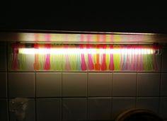 In diesem Sommer gab es jeden Tag ein Eis! Ich mag Acryl und Neon und genau diese Kombi haben diese schönen bunten Eislöffel. Also aufheben, irgendwas fällt mir dazu schon noch ein. Hm, die Leuchtröhre in der Küche … dafür … weiterlesen