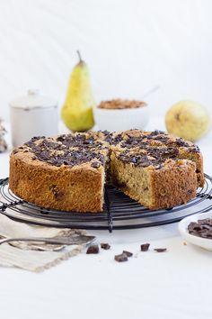 Birnen-Schoko-Mandelkuchen mit Kardamom. Ein saftiges und zartes Herbstsüß. Benötigt nur wenige Zutaten und ist schnell gebacken.
