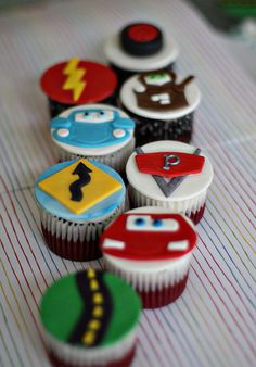 Handmade Fondant Lightning McQueen Cars Inspired Roadway Toppers for Cupcakes, Cookies or other Treats Custom for mbshelto via Etsy Fondant Toppers, Fondant Cupcakes, Cupcake Toppers, Cupcake Cakes, Car Cupcakes, Disney Cupcakes, Disney Cars Party, Disney Cars Birthday, Car Themed Parties