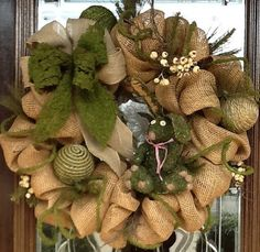 BURLAP and MOSS wreath! Add red and green ornaments for a Christmas wreath or add pastel Easter Eggs or a Bunny or spring flowers for an Easter or Spring wreath! Burlap Projects, Burlap Crafts, Wreath Crafts, Diy Wreath, Wreath Ideas, Garland Ideas, Deco Mesh Wreaths, Holiday Wreaths, Holiday Crafts
