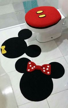 Best 12 Pretty and Cute Minnie Mouse Bathroom Sets Ideas – SkillOfKing. Mickey Mouse Bathroom, Mickey Mouse House, Mickey Minnie Mouse, Deco Disney, Disney Theme, Miki Mouse, Crochet Projects, Sewing Projects, Craft Ideas