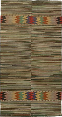 This circa-1940 vintage American rag rug features an all-over design of densly…