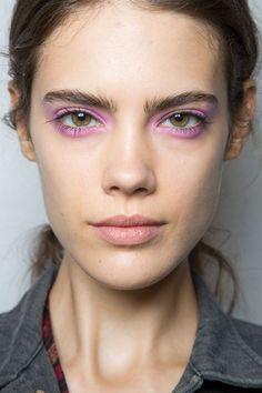 Augen schminken Trends rosa Lidschatten
