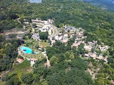 Vista de pajaro del Complejo Hotelero Abadía de los Templarios**** Sup. en La Alberca, Parque Natural Las Batuecas, Sierra de Francia
