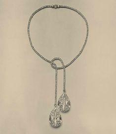 Collier réalisé pour le maharadja d'Indore, serti de deux diamants poires de 47 carats chacun. Joseph Chaumet, 1913. © presse
