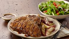 Ultimate Montreal Steak with Grilled Potato Wedges The ultimate steak features a T-bone layered with Montreal Steak Seasoning and Steak Sauce. Serve with seasoned grilled potatoes. Steak Recipes, Grilling Recipes, Potato Recipes, Cooking Recipes, Grilling Ideas, Barbecue Recipes, Entree Recipes, Potato Wedges Recipe, Montreal