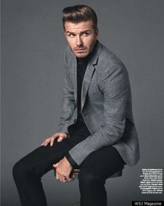 One of the masters of menswear - David Beckham. Slick black shirt and tailored pants (you could even wear skinny black jeans) with a light grey jacket. Traje David Beckham, Moda David Beckham, David Beckham Suit, David Beckham Style, Gentleman Mode, Gentleman Style, Suit Fashion, Mens Fashion, Blazer Jeans