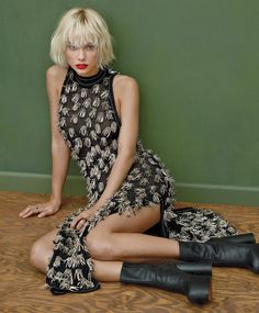 taylor swift vogue cover may 2016 . - Taylor Swift Gets Fashion-Forward in Spring's Futuristic Dresses . Taylor Swift Hot, Style Taylor Swift, Taylor Swfit, Vogue 2016, Vogue Us, Anna Wintour, Britney Spears, Vogue Photoshoot, Punk