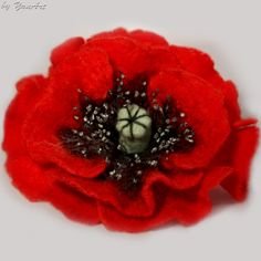 Today I'm sharing a tutorial how to make this great felted poppy  flower brooch. To make a poppy brooch you will need: