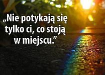 nie potykają się tylko Ci, co stoją w miejscu Aa Quotes, Smart Quotes, Love Me Quotes, True Quotes, Best Quotes, Important Quotes, Power Of Prayer, Inspirational Thoughts, Powerful Words