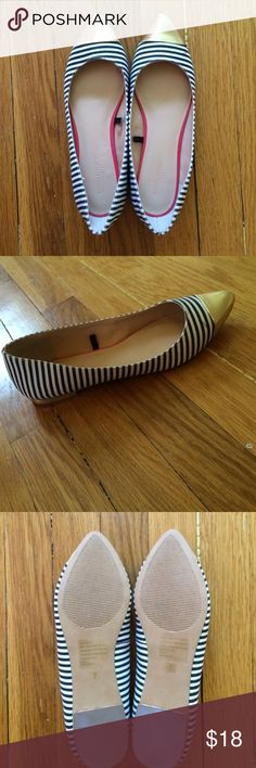 LAST CHANCEBRAND NEW Size 7 Gold Toe Flats These beauties are brand new and so cute! Banana Republic Shoes Flats & Loafers