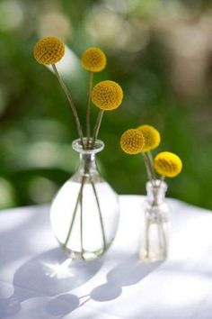 BITTY BUTTONS: I love this boutonniere ... The combination of the Billy Buttons and the wire is a great idea. (Although I could do without the curly bit at the top. Wonder how it would look in silver?)