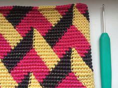 Optical crochet purse in yellow, pink and grey. Pattern by Molla Mills.