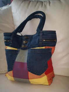Denim Handbags, Quilted Handbags, Denim Scraps, Diy Bags Purses, Jean Crafts, Crochet Shoes, Recycled Denim, Denim Bag, Baby Sweaters