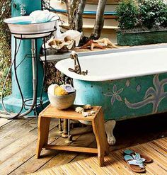 Forget a quick rinse in an outdoor shower - opt for a long soak under the stars. Turn a private deck into an outdoor bath with a freestanding tub and pedestal sink for the ultimate alfresco experience. A flea-market stool can keep accessories nearby. Outdoor Bathtub, Outdoor Bathrooms, Outdoor Rooms, Outdoor Showers, Cabana, Outdoor Retreat, Shower Tub, Clawfoot Bathtub, Exterior