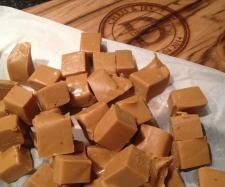 Recipe Easy Salted Caramel Fudge by learn to make this recipe easily in your kitchen machine and discover other Thermomix recipes in Desserts & sweets. Gf Recipes, Fudge Recipes, Sweets Recipes, Gourmet Recipes, Oh Fudge, Salted Caramel Fudge, Thermomix Desserts, Sweets Cake, Vegetarian Chocolate
