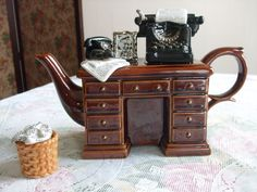 'Crime Writer's desk teapot'