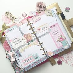 Next week decoration. The last weeks in my #colorcrushplanner, time for another plannerstory  #planner #filofax #websterspages #stationary #stickers #projectlife #memoryplanner #plannerdarlings #paperclips #hajerdesigns #flowers #stickynotes #kikkik #washitape #washi
