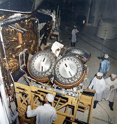 Apollo Space Program, Nasa Space Program, Moon Missions, Apollo Missions, Programa Apollo, Moon Buggy, Project Gemini, Soyuz Spacecraft, Lunar Lander