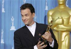 """Premios de la Academia 1995, Tom gana su segundo premio a mejor actor en un principal por """"Forrest Gump"""". Spencer Tracy y él son los únicos actores en ganar el premio Óscar de manera consecutiva."""