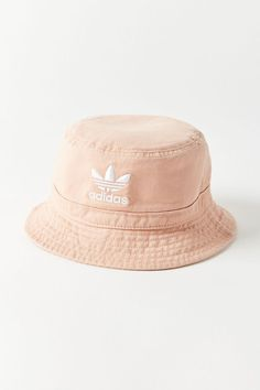 adidas Pull-On Short Cool Bucket Hats, Bucket Hat Outfit, Cute Hats, Outfits With Hats, Adidas Originals, Urban Outfitters, Buckets, Fishing Hats, Beanies