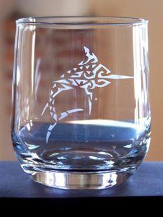 #stencil - Bicchiere decorato con pesce spada in stile tattoo - @foodbookscrafts
