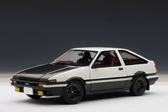 AUTOart: Toyota Sprinter Trueno (AE86) Initial D Version 2.0 - White (78797) in 1:18 scale