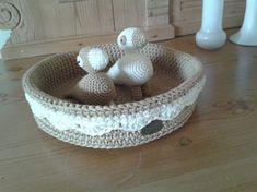 Her er en fin opskrift på en hæklet kurv, Crochet, Decorative Bowls, Diy Crafts, Knitting, Inspiration, Design, Home Decor, Baskets, Baby