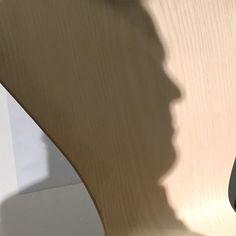 """""""7 Cool Architects"""" de Republic of #FritzHansen: Interpretaciones contextuales de la silla Series 7™ de #ArneJacobsen. Museo Nacional de Artes Visuales (#MNAV).  La pieza del estudio danés BIG - Bjarke Ingels Group. Big name, big face. Fritz Hansen, Arne Jacobsen, Cool, Visual Arts, Museums, Studio"""