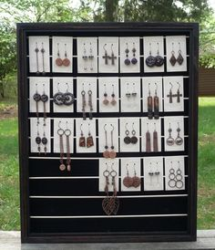 Cotton Ridge - Tutorial for gorgeous, easy and inexpensive jewelry display box... I just picked up a large shadow box at a thrift store for a dollar .. I'm sooo doing this! =)