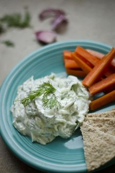This healthy and refreshing tzatziki recipe is a simple and classic Greek sauce. A healthy sauce recipe for on gyros, as a salad dressing, or for dipping crackers or fresh veggies! Best Tzatziki Recipe, Tzatziki Recipes, Homemade Tzatziki, Vegan Tzatziki, Greek Recipes, Veggie Recipes, Vegetarian Recipes, Cooking Recipes, Healthy Recipes