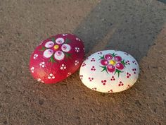 No related posts. Stone Art Painting, Dot Art Painting, Pebble Painting, Pebble Art, Mandala Painted Rocks, Painted Rocks Craft, Hand Painted Rocks, Rock Painting Patterns, Rock Painting Ideas Easy