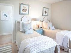 AGK Design Studio House of Turquoise: AGK Design Studio – thinking about converting the full bed to twins in one of our guest rooms. Beach House Bedroom, Beach House Decor, Home Bedroom, Home Decor, Beach Houses, Teen Bedroom, Beach Cottages, House Of Turquoise, Coastal Bedrooms