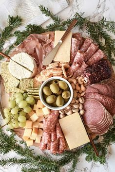 15 Drop-Dead-Gorgeous Charcuterie Boards to Elevate Your Dinner Party Meat Appetizers Appetizers Appetizers keto Appetizers parties Appetizers recipes Charcuterie Raclette, Charcuterie Recipes, Charcuterie And Cheese Board, Charcuterie Platter, Cheese Boards, Party Food Meat, Party Food Platters, Cheese Platters, Parties Food