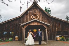 The Kelley Farm in Bonney Lake, WA is one of the most beautiful rustic barn venues in the area! We love every time we get the chance to take photos there! Even more so when the yaks are out in the field ;)  Rustic Barn Wedding / Bonney lake wedding photographer
