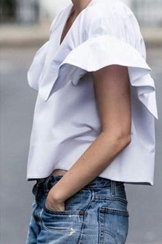 Love white shirts with extra detailing! Looks Style, Looks Cool, Style Me, Street Mode, Street Style, Fashion Details, Look Fashion, Fashion Trends, Fashion Black