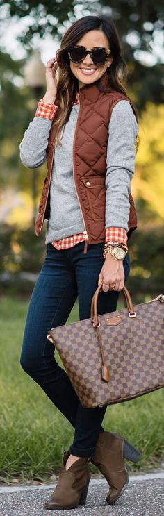 Preppy fall, preppy look, cute summer outfits, fall outfits, quilted vest. Cute Preppy Outfits, Casual Outfits, Women's Preppy Style, Preppy Looks, Smart Casual, Casual Preppy Outfits, Vest Outfits For Women, Preppy Style Winter, Rustic Outfits