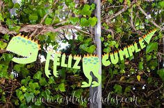 Freebie: Garland of dinosaurs - Whispers and other silent things Dinosaur Birthday Party, 4th Birthday Parties, Birthday Party Decorations, Boy Birthday, Festa Jurassic Park, Party Fiesta, Childrens Party, First Birthdays, Party Time